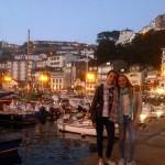 Mädchen aus Deutschland und Spanien am Mittelmeer